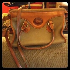 Women's Dooney & Bourke leather purse